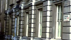 Archivalische Whitehall-Straße in London-Stadtzentrum stock footage