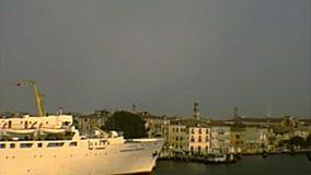 Archivalischer Kanal Venedigs Giudecca stock video