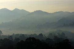 Archivbild der nebeligen Landschaft Stockbild