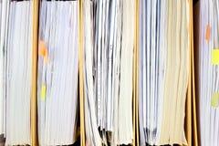 Archive la pila, carpeta de archivos cercana para arriba para el fondo. Foto de archivo libre de regalías