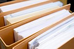 Archive la pila, carpeta de archivos cercana para arriba para el fondo. Fotos de archivo libres de regalías
