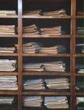 archives de bibliothèque de vieux documents photo libre de droits