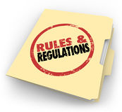 Archivi di documenti timbrati della cartella di Manila di regolamenti di regole Fotografie Stock Libere da Diritti
