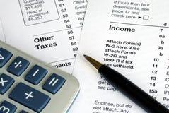 Archivierung der Einkommenssteuererklärung Stockbild