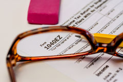 Archivierungs-Steuern und Steuerformulare Stockfoto