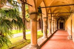 Archs και κιονοστοιχία του ιταλικού μοναστηριού Στοκ φωτογραφίες με δικαίωμα ελεύθερης χρήσης