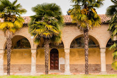 Archs και στήλες ιταλικού XV μοναστηριού αιώνα Στοκ φωτογραφίες με δικαίωμα ελεύθερης χρήσης