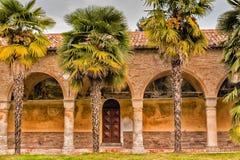 Archs και στήλες ιταλικού XV μοναστηριού αιώνα Στοκ εικόνα με δικαίωμα ελεύθερης χρήσης