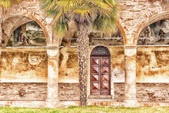 Archs και στήλες ιταλικού XV μοναστηριού αιώνα Στοκ εικόνες με δικαίωμα ελεύθερης χρήσης