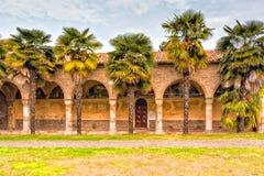 Archs και στήλες ιταλικού XV μοναστηριού αιώνα Στοκ Φωτογραφία