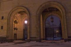 2 archs рядом друг с другом Главное здание положения Москвы Стоковые Фото