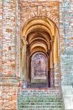 archs arrotondati del villaggio medievale Immagini Stock
