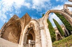 Archs przy Bellapais opactwem Kyrenia Cypr zdjęcia stock