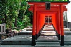 Archs rojos en dios de la capilla de Ikuta del lugar del amor, Kobe Foto de archivo