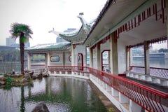 Archtecture tradizionale in mezzo al lago del parco di Yinchu Changfeng fotografia stock