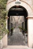 Archway ao passado imagem de stock royalty free