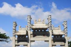 Archway da rua do céu fotos de stock royalty free