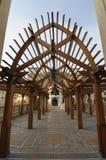 Archway de madeira na alameda de Dubai Imagens de Stock