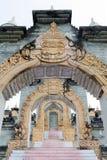 Archway i schodki przy Chedi Hin Sai, kompleks piaskowcowi stupas przypomina Borobudur przy Wata Pa Kung świątynią, Roi Et, Tajla Obraz Royalty Free