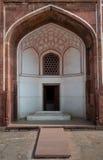 Archway wśród Humayun Grobowcowego kompleksu obraz royalty free