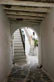 Archway z odsłoniętymi promieniami i brukowem Fotografia Royalty Free