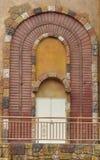 Arciform decoratie en deur Stock Foto's