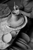 Arcilla de trabajo del alfarero Imagen de archivo libre de regalías