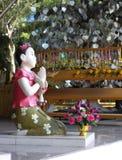 Arcilla Tailandia de la muchacha (las muñecas dan la bienvenida a Tailandia) Imagen de archivo libre de regalías