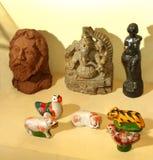 Arcilla tradicional envejecida y juguetes de piedra Imagen de archivo