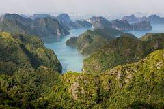Arcipelago della baia di Halong fotografie stock libere da diritti