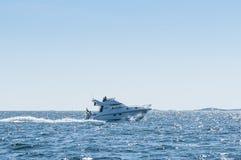 Arcipelago di Stoccolma del motoscafo di Flybridge Fotografia Stock