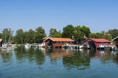 Arcipelago di Stoccolma: Porto idilliaco Kyrkviken dell'ospite fotografie stock libere da diritti