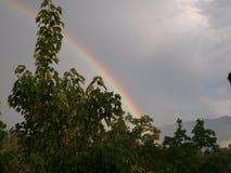 Arco-íris à montanha Fotografia de Stock