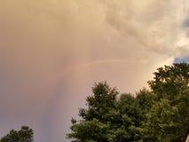 Arco-íris através das nuvens Fotografia de Stock Royalty Free