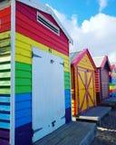 Arco-íris colorido da praia da casa de Melbourne fotos de stock