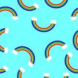 Arco-íris com nuvens em um fundo azul em uma ordem aleatória Fotos de Stock