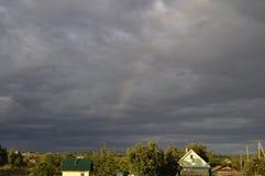 Arco-íris de desaparecimento após a tempestade Imagem de Stock Royalty Free