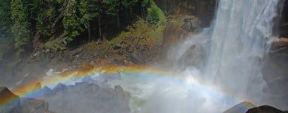 Arco-íris e cachoeira imagem de stock royalty free