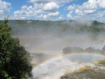 Arco-íris e Iguazu Falls imagem de stock