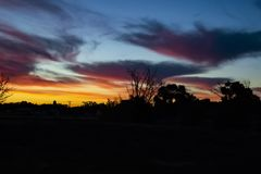 Arco-íris Hue Sunset em Colorado foto de stock
