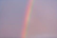 Arco-íris no céu azul Fotos de Stock Royalty Free
