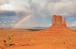 Arco-íris no vale do monumento imagem de stock royalty free