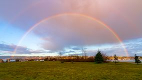 Arco-íris sobre Budd Inlet fotografia de stock