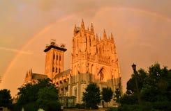 Arco-íris sobre a catedral imagem de stock