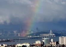 Arco-íris sobre a ilha do tesouro fotografia de stock royalty free