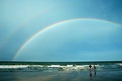 Arco-íris sobre o mar Fotos de Stock Royalty Free
