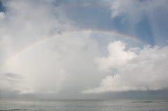 Arco-íris sobre o oceano Imagem de Stock