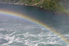 Arco-íris sobre o rio Imagens de Stock