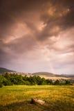 Arco-íris sobre a paisagem imagem de stock