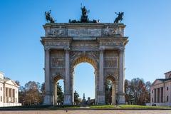 Arco ανατολή ρυθμών della (Porta Sempione) στο Μιλάνο Ιταλία Travelin Στοκ Εικόνες